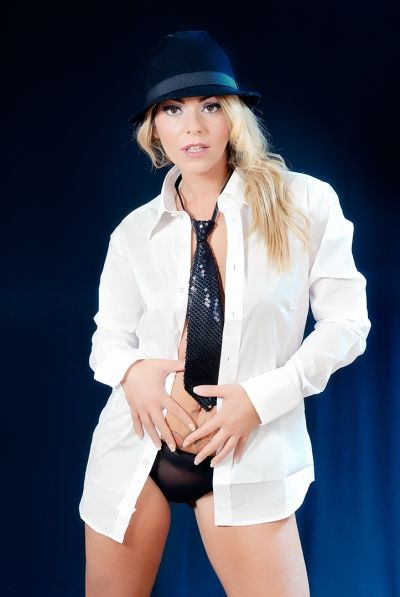 donna con cravatta di angelo florio fotografo pubblicitario fashion glamour napoli roma