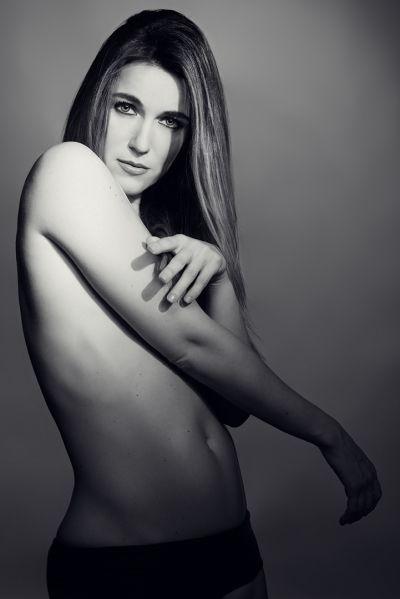 ritratto di donna con corpo nudo di angelo florio fotografo pubblicitario still life food napoli roma