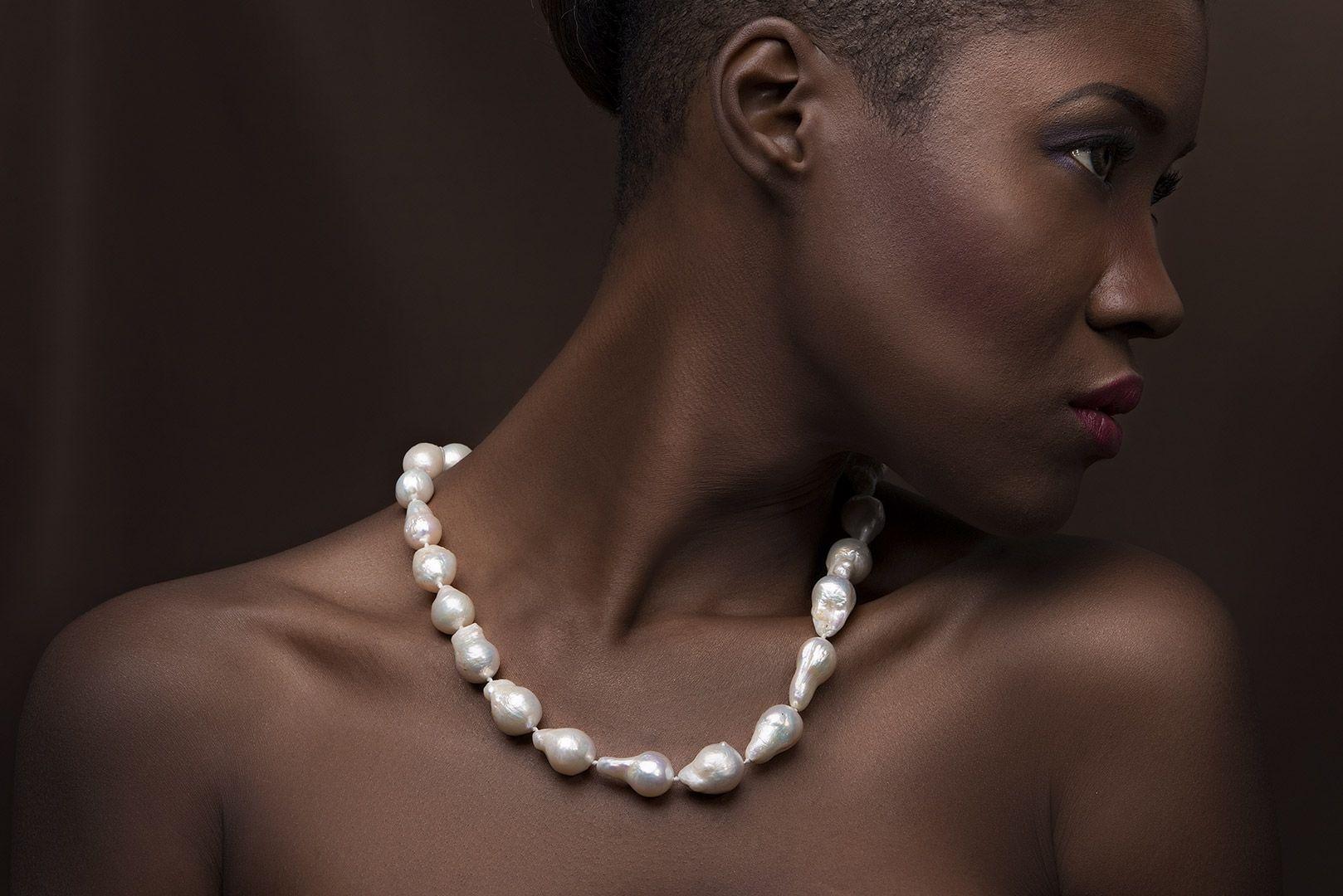 collana perle indossata still life jewellery